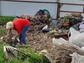 Перед великим праздником в с. ЦУП им. Максим-Горького провели субботник на кладбище  для того, чтобы к Пасхе привести места захоронений в надлежащий вид. Проведен обкос территории, убраны кучи мусора.